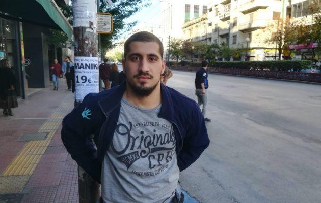 Φοιτητής γιος γνωστής οικογένειας γιατρών συνελήφθη στην ΑΣΟΕΕ: «Με χτυπούσαν με πτυσσόμενο γκλοπ» (βίντεο)