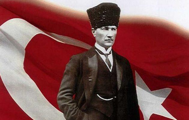 Έλληνες και Τούρκοι δημοκράτες καταθέτουν κατά του Κεμάλ Ατατούρκ στο δημαρχείο Αμβούργου