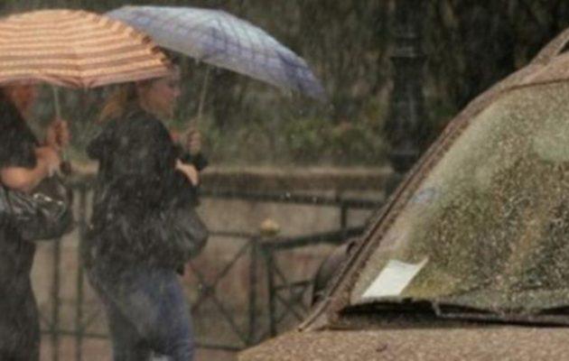 Καιρός: Επιδείνωση την Πέμπτη με ισχυρές καταιγίδες και λασποβροχές