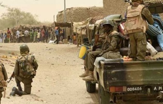 Τζιχαντιστές σκότωσαν σε ενέδρα 30 στρατιώτες του Μάλι