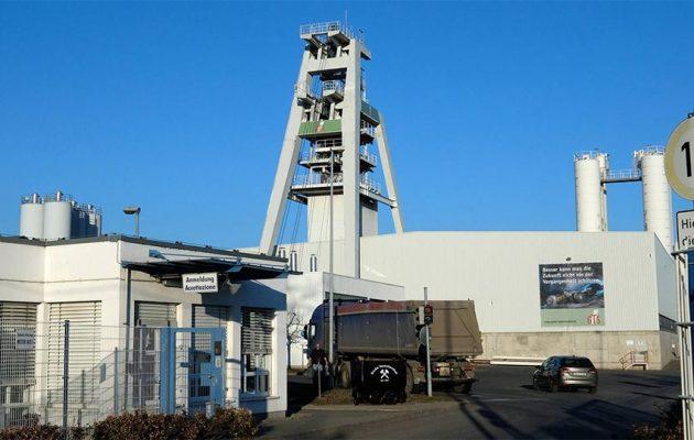 Θρίλερ στη Γερμανία: 30 εργάτες παγιδεύτηκαν σε βάθος 700 μέτρων σε ορυχείο μετά από έκρηξη