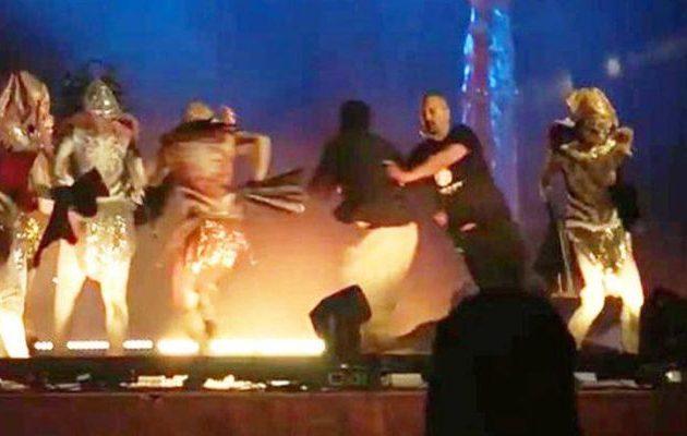 Σαουδάραβας μαχαίρωσε τρεις ηθοποιούς σε παράσταση στο Ριάντ