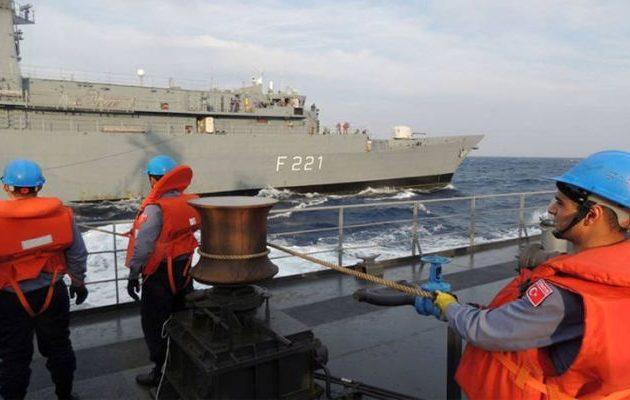 Πακιστανικό πολεμικό πλοίο συμμετέχει στις έκνομες τουρκικές ενέργειες στην κυπριακή ΑΟΖ