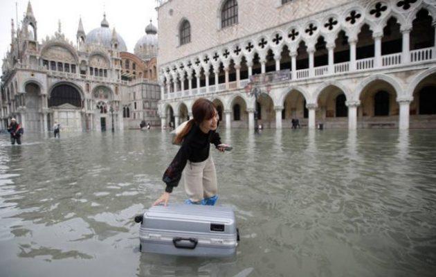 Η κλιματική αλλαγή «πνίγει» την Βενετία – Νέα πλημμύρα την Παρασκευή