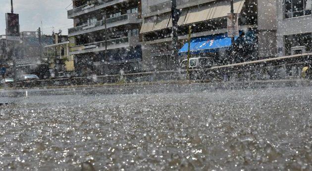 Ισχυρή καταιγίδα στην Αττική – «Κόλαση» οι δρόμοι
