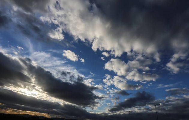 Καιρός: Ηλιοφάνεια με τοπικές βροχές και παροδικές χιονοπτώσεις το Σάββατο