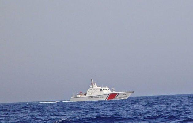 Νέα πρόκληση στο Ικάριο Πέλαγος: Τουρκική ακταιωρός απείλησε Έλληνες ψαράδες