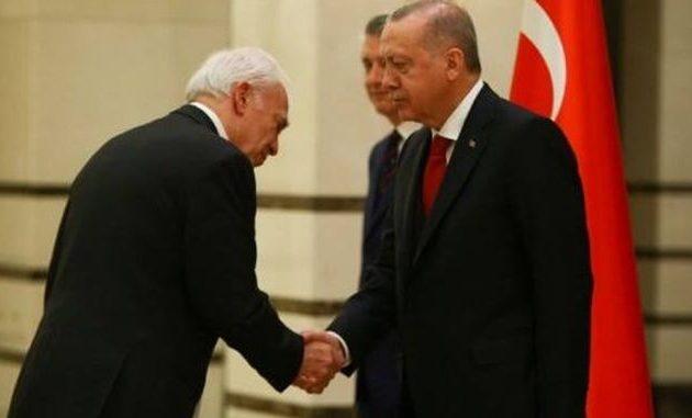 Ο νέος Έλληνας πρέσβης στην Τουρκία υποκλίθηκε στον Ερντογάν