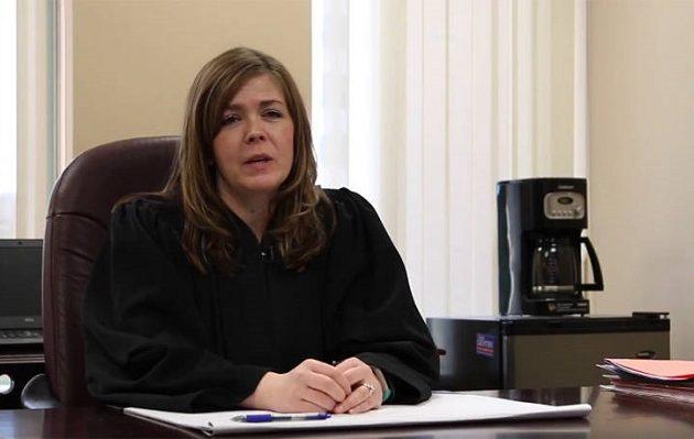 Δικαστής ζητούσε από δικηγόρους «τρίο» για να έχουν «προνομιακή μεταχείριση»