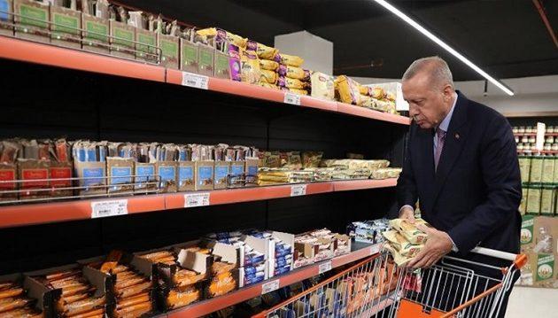 Το προφίλ του λαϊκού ανθρώπου επιχειρεί να χτίσει ο Ερντογάν
