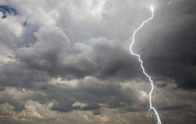 Καιρός: Άστατος με βροχές και καταιγίδες