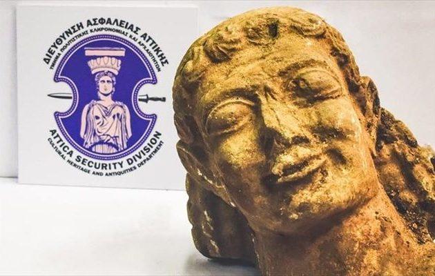 Σώθηκε κεφαλή αρχαϊκού Κούρου από τα χέρια αρχαιοκαπήλου (βίντεο)