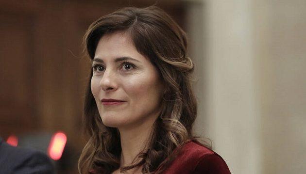 Η Μπέττυ Μπαζιάνα διεκδικεί θέση καθηγήτριας στο Πανεπιστήμιο Θεσσαλίας