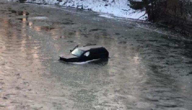 18χρονος έπεσε σε παγωμένο ποτάμι – Πώς σώθηκε από βέβαιο θάνατο