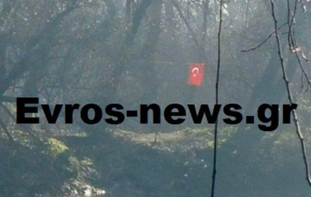 Τοποθέτησαν τουρκική σημαία σε ελληνική νησίδα στον Έβρο