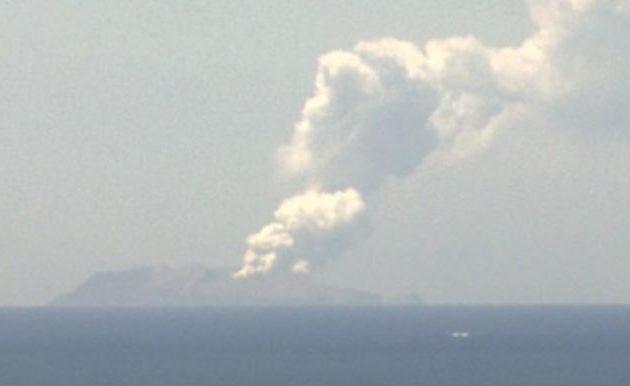 Εξερράγη ηφαίστειο στη Νέα Ζηλανδία – Τραυματίες και αγνοούμενοι τουρίστες που το επισκέπτονταν