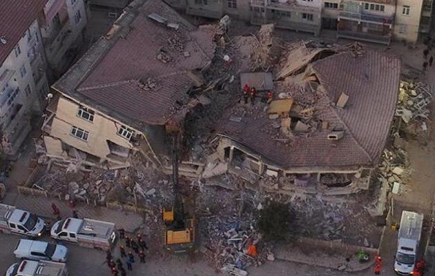 Σεισμός στην Τουρκία: Στους 38 οι νεκροί – Σταματούν οι επιχειρήσεις διάσωσης