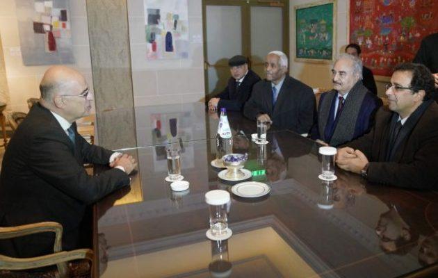 Συναντήθηκαν Δένδιας και Χαφτάρ σε κεντρικό ξενοδοχείο της Αθήνας