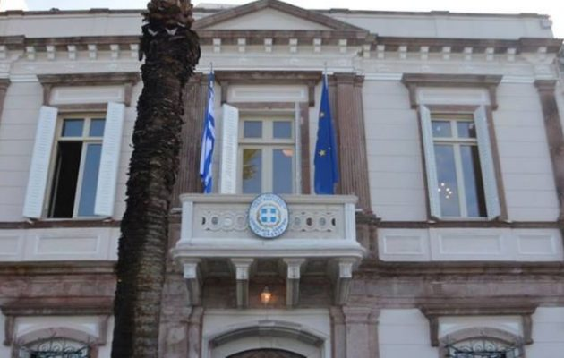 Στις φλόγες αυτοκίνητο διπλωματικού υπαλλήλου στο Ελληνικό Προξενείο Σμύρνης