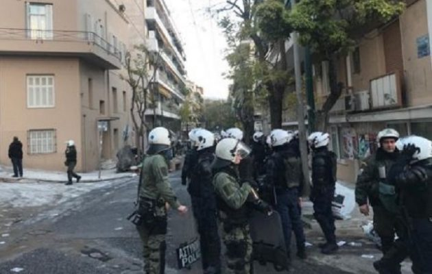 Μάχες ΜΑΤ και αντιεξουσιαστών στο Κουκάκι για την ανακατάληψη κτιρίων