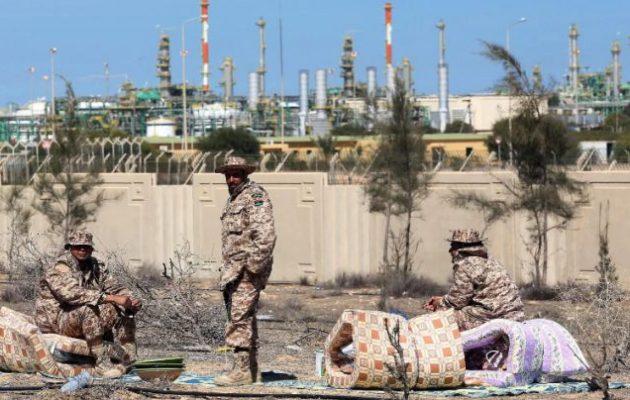 Το 93-95% των εσόδων του λιβυκού κράτους από τα πετρέλαια – Ασφυξία στο καθεστώς Σαράτζ