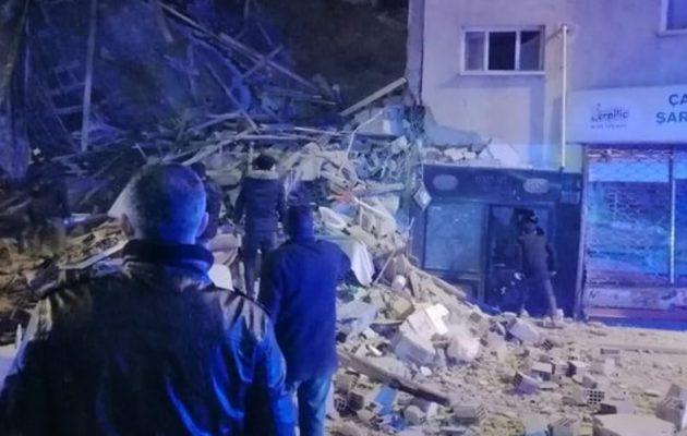 Τους 35 έφθασε ο αριθμός των νεκρών από το φονικό σεισμό στην Τουρκία – 1600 τραυματίες