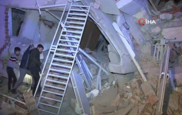 31 νεκροί και 1.547 τραυματίες από τον σεισμό στην Τουρκία