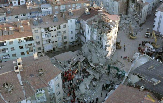 Στους 39 οι νεκροί από τους σεισμούς την Τουρκία