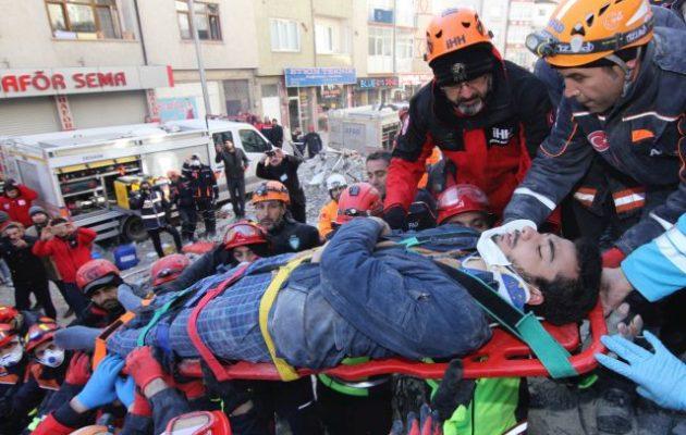 Σεισμός Τουρκία: Στους 35 οι νεκροί – 45 ανασύρθηκαν ζωντανοί από τα συντρίμμια