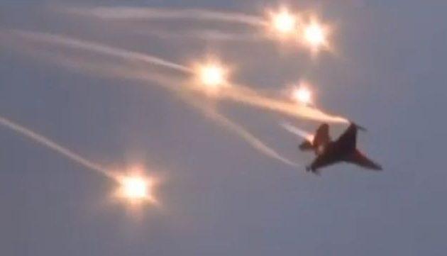 Επικίνδυνη αερομαχία στο Αιγαίο – Τουρκικό F-16 εξαπέλυσε θερμοβολίδες