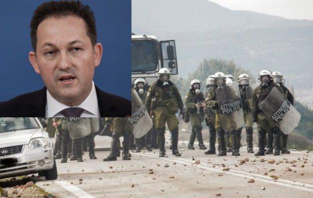 Ανικανότητα: Η κυβέρνηση έβαλε «φωτιές» στα νησιά και τώρα γυρίζει άρον-άρον στην Αθήνα τα ΜΑΤ
