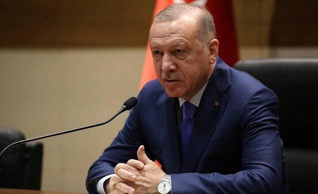 Ο Ερντογάν αφαιρεί άδειες των δικηγόρων που διαφωνούν μαζί του
