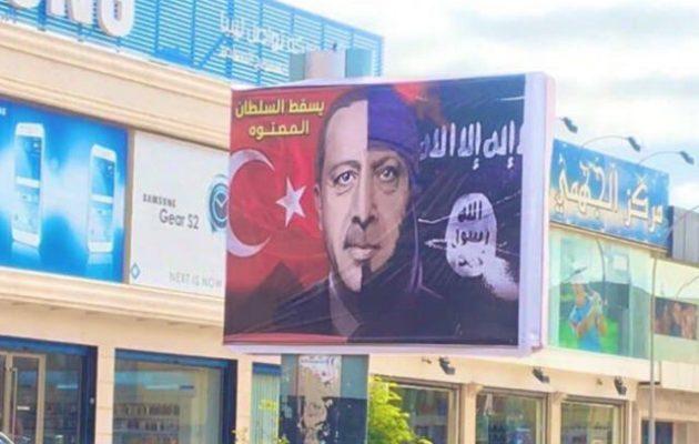 Ο Χαφτάρ έχει γεμίσει την ελεύθερη Λιβύη με γιγαντοαφίσες του τζιχαντιστή Ερντογάν