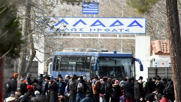 Επεισόδια μικρής έντασης στον Έβρο με μετανάστες – Τουρκικά ΜΜΕ: «Καταφθάνουν ορδές»