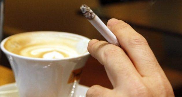 Δικαστική απόφαση: Το διάλειμμα για τσιγάρο και καφέ αφαιρείται από τον μισθό