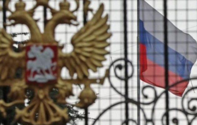Η Ρωσική Πρεσβεία στην Αθήνα εκφράζει τα παλαιοκομμουνιστικά της απωθημένα με γλωσσικά μαργαριτάρια