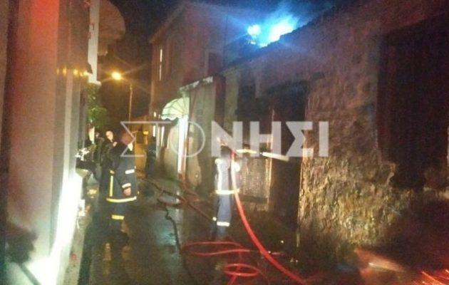 Φωτιά σε σπίτι στη Μόρια – Αναστάτωση στους κατοίκους και περίεργες επιθέσεις