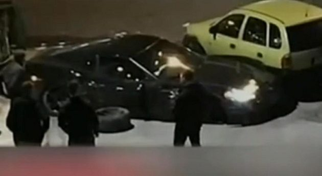 Η στιγμή που o ασυνείδητος οδηγός σκοτώνει τον 25χρονο στη Γλυφάδα  (βίντεο)
