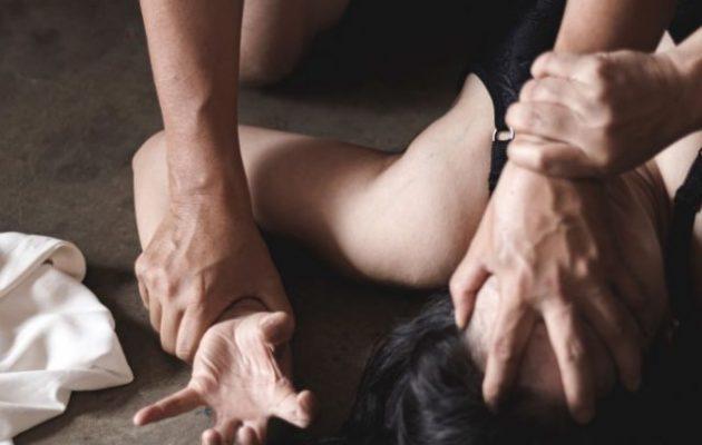 Νέα Σμύρνη: 40χρονος αλλοδαπός φέρεται να βίασε και κούρεψε 25χρονη
