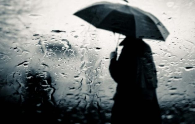 Καιρός: Βροχές, καταιγίδες, χιόνια και κρύο την Τρίτη