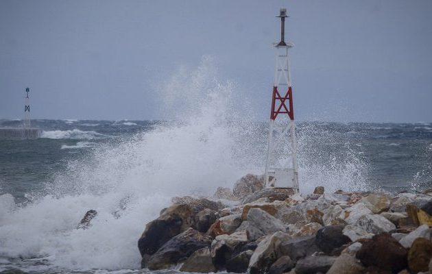 Καιρός: Βροχές και καταιγίδες την Πέμπτη – 9 μποφόρ στα πελάγη