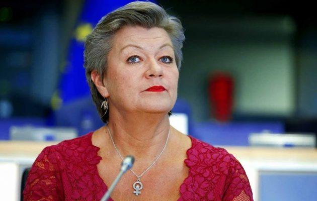 Μας «δουλεύει» η Γιόχανσον για το μεταναστευτικό και τη μετεγκατάσταση ανηλίκων σε άλλες χώρες της Ε.Ε.