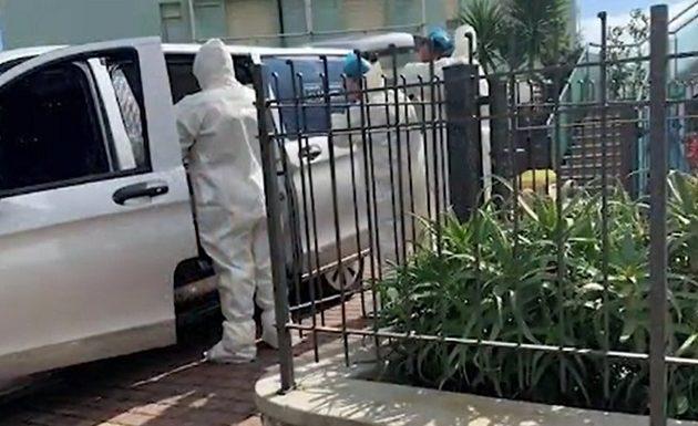 Ιταλία: Έμεινε κλεισμένη στο σπίτι με το πτώμα του άντρα της που πέθανε από κοροναϊό – Ούρλιαζε για βοήθεια