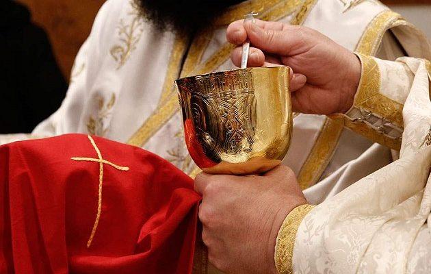 Τι απαντά το Οικουμενικό Πατριαρχείο για τη χρήση της ιερής λαβίδας