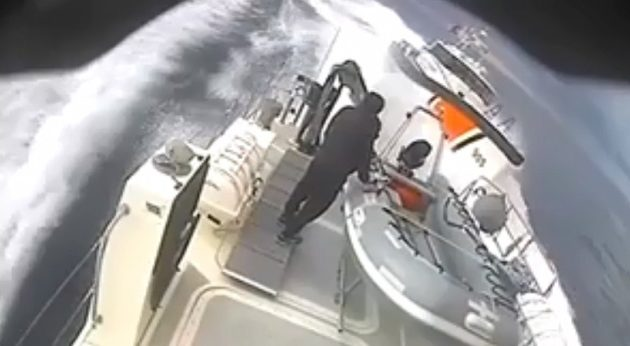 Η τουρκική ακτοφυλακή παρενοχλεί ελληνικό σκάφος στη Λέσβο (βίντεο)