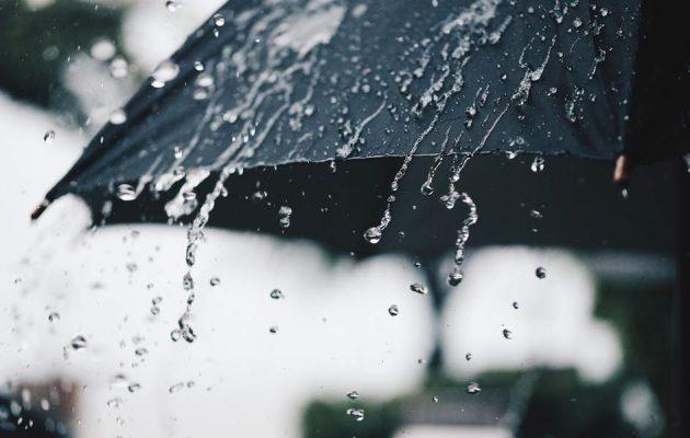 Καιρός: Βροχές και καταιγίδες τη Δευτέρα – Πέφτει η θερμοκρασία