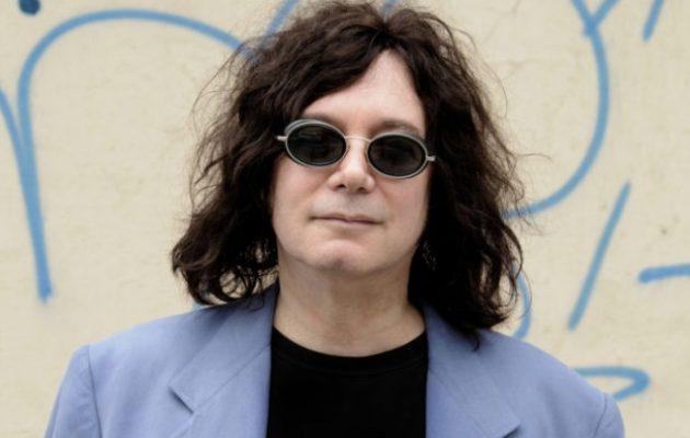 Πέθανε από κοροναϊό ο τραγουδιστής Άλαν Μέριλ