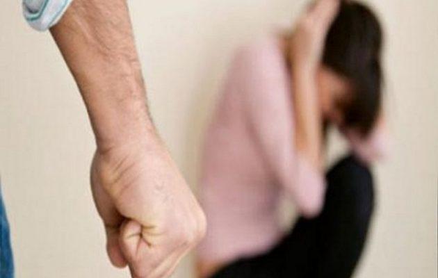 Άνδρας πλάκωσε στο ξύλο μαζί με την σύντροφο του την πρώην γυναίκα του