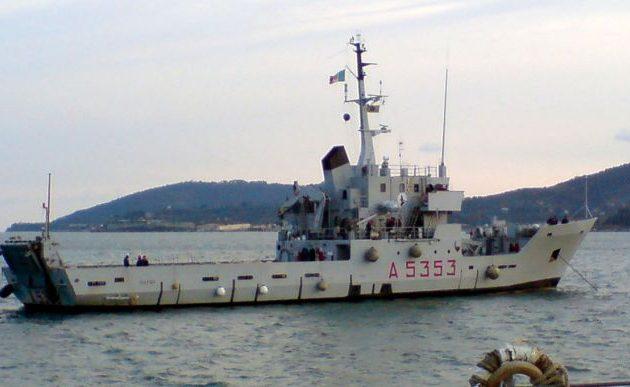 Το πυροβολικό του Χαφτάρ έριξε οβίδες προς ιταλικό πολεμικό πλοίο στο λιμάνι της Τρίπολης