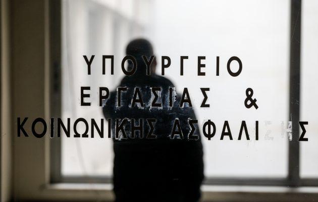 Κοροναϊός: Χάθηκαν 85.276 θέσεις εργασίας τον Μάρτιο – Μείωση 50% στις προσλήψεις